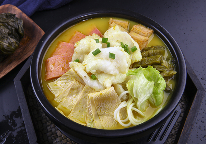咖喱酸菜鱼米线