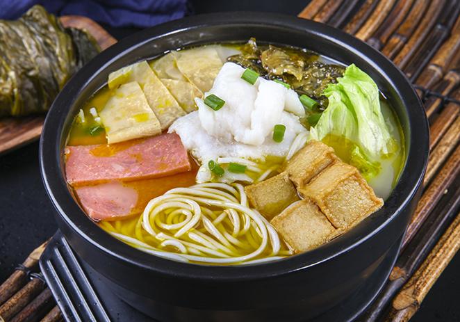 金汤酸菜鱼米线