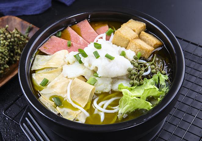 青藤椒酸菜鱼米线
